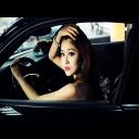 驾驶座上的美女-桌面壁纸