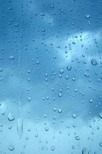 在玻璃上的雨水