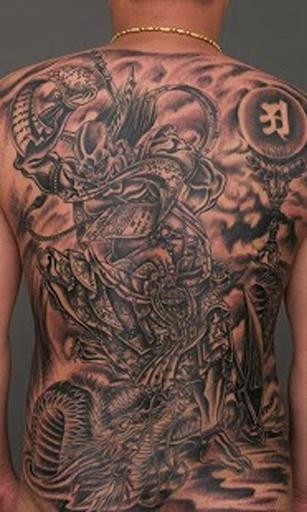 交叉小花纹身图案