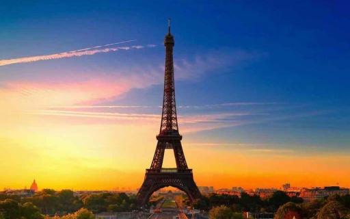 艾菲尔铁塔是最易识别的结构在世界和最高的建筑在